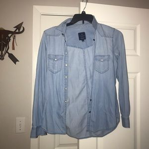 American Eagle Ling Sleeve Denim Button up
